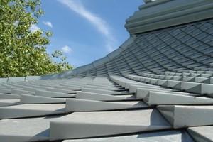 """Die Rauten sind so geformt, dass sie sich leicht über die Dachfläche erheben <span class=""""bildnachweis""""></span>"""