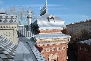 Die Übergänge von den dekorativen zu den eher schlichten Dachbereichen waren eine Herausforderung