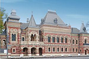 """Das Igumnov-Haus in Moskau, rekonstruiert und mit Titanzink in verschiedenen Formen und Formaten bekleidet <span class=""""bildnachweis"""">Fotos: Rheinzink</span>"""