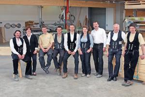"""Das Team von Holzbau Roßner stellt derzeit jährlich rund zehn Häuser her <span class=""""bildnachweis"""">Fotos: Zimmerei Roßner </span>"""