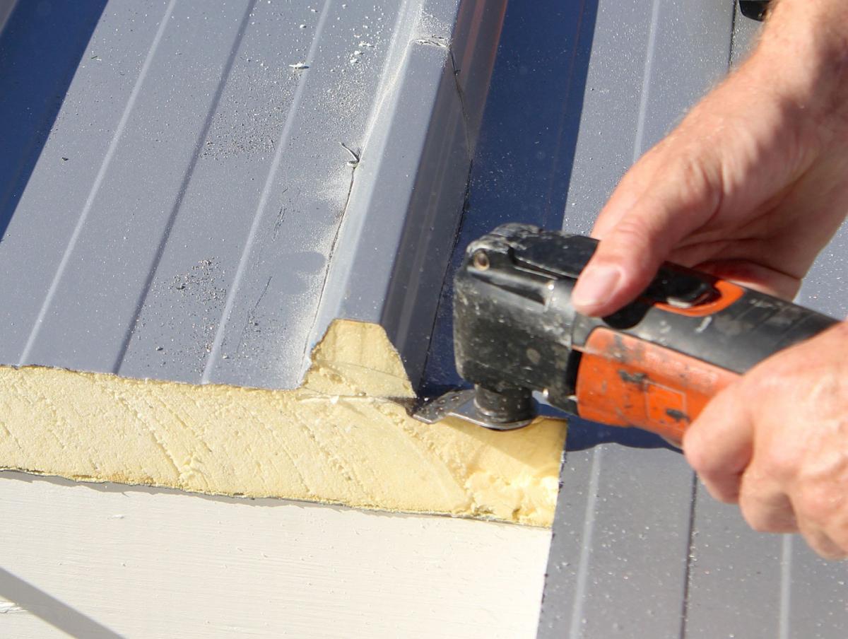 fenstereinbau im trapezblechdach - dach+holzbau