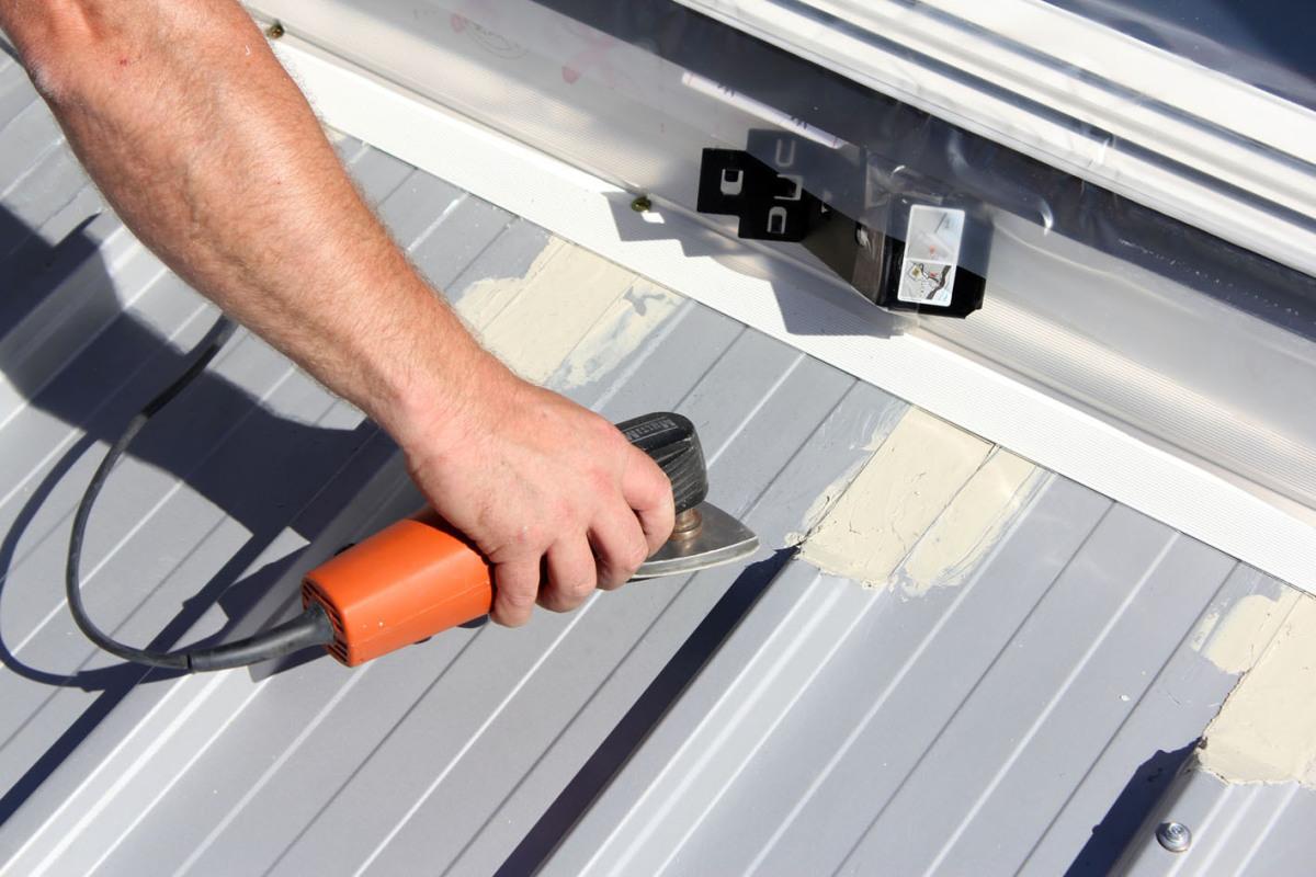 Fenstereinbau Im Trapezblechdach Dach Holzbau