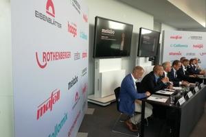 """Pressekonferenz mit neun Geschäftsführern unterschiedlicher Hersteller, die alle Elektrowerkzeuge produzieren<span class=""""bildnachweis""""><irfontsize style=""""font-size: 7.000000pt;"""">Fotos: Rüdiger Sinn</irfontsize></span>"""