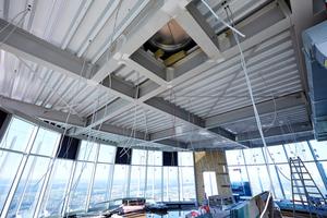 Die überdachte Aussichtsplattform auf einer Höhe von 233 Metern im Rohbauzustand. Grundlage für das Flachdach ist eineTrapezprofil-Tragschale