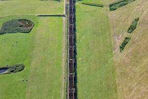 Beeindruckendes Industriedenkmal aus der Luft gesehen: Heute reichen die übrigen Brückenbögen bis fast an die Elbe heran