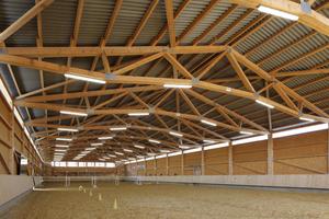 Wellplatten aus Faserzement eignen sich als harte Bedachung für Reithallen und Gebäude für die Land- und Viehwirtschaft