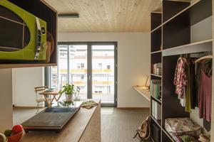 In den Wohnungen wurde weitesgehend auf Lichtschalter verzichtet. Das Licht wird über eine Smartphonesteuerung geregeltFotos: Raum für Architektur Kay Künzel + Partner