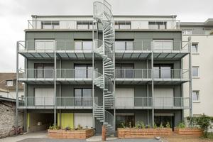"""Die Fassade des Studentenwohnheims in Bonn besteht aus zementgebundenen Spanplatten<span class=""""bildnachweis"""">Fotos (3): Raum für Architektur Kay Künzel + Partner</span>"""