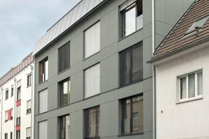 """Nicht nur auf dem Dach, auch an der Fassade im fünften Obergeschoss des Studentenwohnheims sind Phototoltaikelemente installiert<span class=""""bildnachweis"""">Foto: Raum für Architektur Kay Künzel + Partner</span>"""