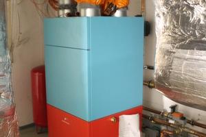 Eine Sole-Wasser-Wärmepumpe komprimiert die Erdwärme und liefert Energie für die Heizung Foto: Marc Wilhelm Lennartz