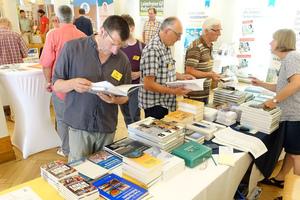 Buchverkauf in einer Pause des Baubiologischen Kongresses
