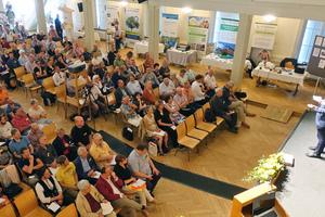 BaubiologInnen aus dem In- und Ausland trafen sich im Juni im Ballhaus Rosenheim zum zweitägigen Kongress des Instituts für Baubiologie und Nachhaltigkeit⇥Fotos: IBN