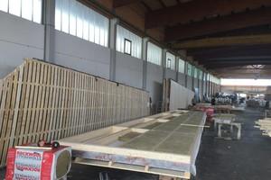 Vorfertigung der Wandelemente im Werk bei Holzbau Amann