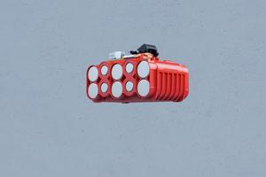 Coolpack 2.0: Der rote HDPE-Kunststoff leitet die Wärme schneller nach außen