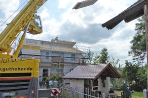 In einer Stunde regensicher: Vorgefertigte Dachelemente sparen viel Zeit auf dem Bau und sorgen für einen sicheren Bauablauf
