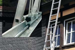 """Eine moderne Leiterkopfsicherung schützt zuverlässig gegen seitliches und rückwärtiges Wegrutschen der Leiter<span class=""""bildnachweis"""">Fotos: LeiKoSi GmbH</span>"""