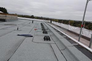 Neben Attikagullys wurden auch neue Anschlagpunkte auf dem Dach installiert