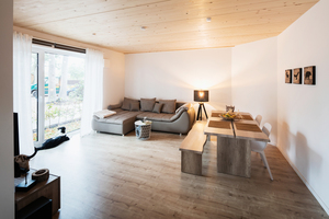 """Sichtbare Massivholzdecken im Haus """"die grüne 88"""" in Ottersberg"""
