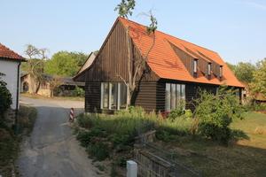 """Die """"Neue Remise"""" auf Schloss Bedheim bietet Platz für Übernachtungen, Veranstaltungen und Lagerflächen<br />"""
