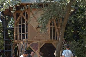 """Seit 2017 läuft der Wiederaufbau des acht Meter hohen Pavillons, der nach Fertigstellung wieder Übernachtungsmöglichkeiten für Handwerker auf der Walz bieten soll<span class=""""bildnachweis""""><irspacing style=""""letter-spacing: -0.02em;"""">Fotos: Hiss Reet/Schwalm</irspacing></span>"""