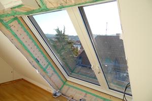 Das Balkonausstiegsfenster ist für die Sicherheit der Nutzer mit einem Schwenkhakenschloss ausgestattetFotos: Lideko