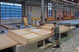 "<irspacing style=""letter-spacing: -0.01em;"">Die Wände aus Brettsperrholz wurden im Werk von Kulmer Holzbau vorgefertigt </irspacing>"