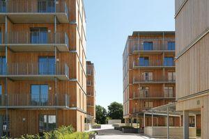 Die vier sechsgeschossigen Wohnhäuser sind entlang einer Ost-West-orientierten Durchwegung gebaut<br />