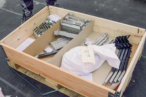 """Das komplette Montagezubehör der """"Velux Modular Skylights"""" wird sortiert in einer Box angeliefert⇥Fotos: Velux"""
