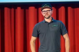 1.Dachdecker- und Zimmerermeister Eugen Penner, Geschäftsführer vom ZEP-Team aus Bielefeld, gab Einblicke in die Arbeit mit seilgestützter Absturzsicherung in seinem Betrieb