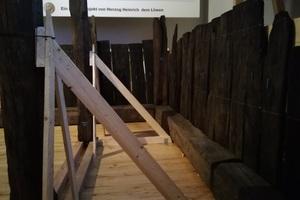 """Für die Ausstellung """"Bewegte Zeiten"""" im Berliner Martin-Gropius-Bau wurde ein etwa 850 Jahre alter Holzkeller wieder aufgebaut<br />"""
