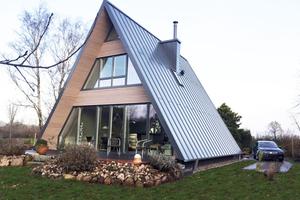 """Neubau: Eingedeckt mit """"Klick-Dach""""-Stahlprofilen ist das Dach widerstandsfähig gegen Stürme <br />Fotos: RADC"""