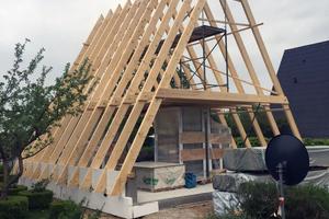Die Zimmerei Witt baute für das neue Nurdachhaus das Kehlbalkendach