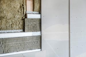 Doppelter Schutz: Zwischen Gipsfaserplatten und Holzständern ist eine weitere Schicht Steinwolldämmstoff vertikal verlegt