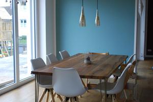 """Blick ins Wohnzimmer: Der Anbau im Erdgeschoss wurde mit """"Steko""""-Modulen gebaut <span class=""""bildnachweis""""></span>  Links: Das Kinderzimmer im Obergeschoss"""