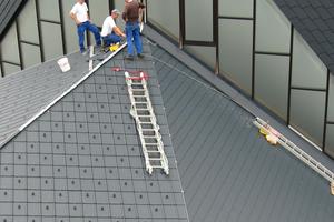 Mit Aluminiumschindeln deckten die Handwerker der Spenglerei Engel das Dach neu ein