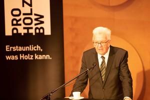 Baden-Württembergs Ministerpräsident Winfried Kretschmann kündigte auf der Fachtagung Holzbau in Stuttgart eine Holzbau-Offensive an