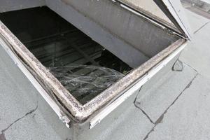 Unregelmäßig gewartete Dachoberlichter können wichtige Funktionen wie den Rauch- und Wärmeabzug einschränken