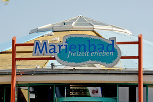 Das Markenzeichen des Marienbades in Brandenburg an der Havel ist die lichtblaue Rotunde mit Lichtkuppel<br /> <br />