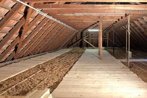 Der Dachboden der Vogesenschule wurde mit dem Hufer-Dämmsystem und dem nachwachsenden Rohstoff Neptutherm gedämmt