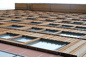 Blick über die Fassade, optisch ansprechend sind die aufgesetzten Holzlamellen