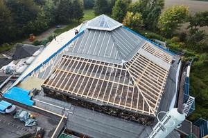 Die Gaubendächer erhielten eine neue Holztragkonstruktion. Der Dachaufbau wurde dem des Hauptdachs angepasst
