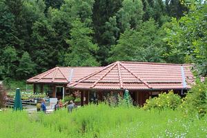 """Der Kräuterpark in Altenau ist der größte seiner Art in Deutschland, das Dach der Gewürzgalerie im Park ist mit """"Nibra""""-Tondachziegeln eingedeckt<span class=""""bildnachweis"""">Foto: Nelskamp</span>"""