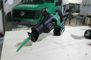 """Die Säbelsäge/Tigersäge """"CR36DA"""" eignet sich für Schnitte in Holz mit bis zu 300 mm Durchmesser"""