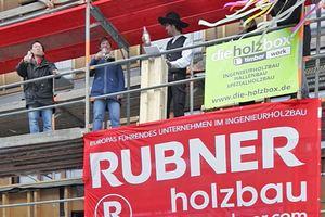 Ende Februar 2019 wurde das Richtfest des mehrgeschossigen Massivholzbaus in Berlin gefeiert