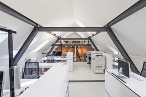 Rechts: Die neuen Dachräume bieten viel Platz für die Räumlichkeiten des Architekturbüros mo.studioFotos: Velux
