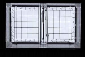 Auch bei komplett geöffneten Oberlichtern sorgen Durchsturzgitter dafür, dass niemand abstürzen kann