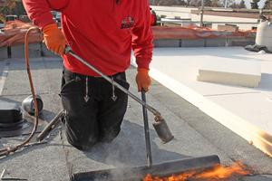 """Werksseitig aufkaschierte Anschlussmanschetten erleichtern das Einbinden von Dachabläufen in die Abdichtungsebene<span class=""""bildnachweis"""">Foto: Klöber</span>"""