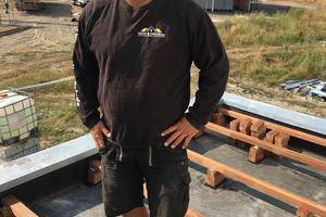 """<irspacing style=""""letter-spacing: -0.02em;"""">Dachdecker und Zimmerer Björn Tölle führte mit seinem Betrieb Dach &amp; Holzbau Tölle in Hürup die Holzbau- und Terrassenabdichtungsarbeiten aus⇥</irspacing>"""