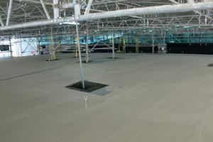 Für die Arbeiten am Rohbau wurde das Gebäude eingerüstet und erhielt ein Wetterschutzdach