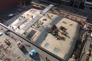 Blick auf das Dach des Hörsaals während der BauzeitFoto: Triflex